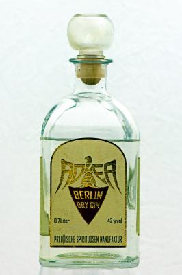 In einer Brennblase von 1924 im Vakuum destilliert.