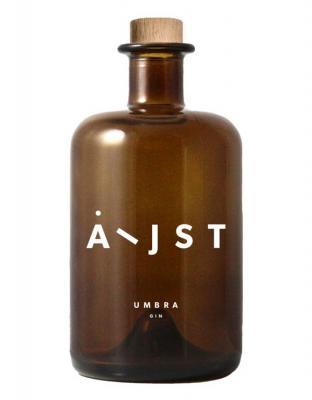 Aeijst Umbra ist ein Gin, der sich sehr gefühlvoll zeigt.