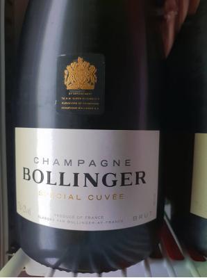 Pinot Noir 60%, Chardonnay 25% und Pinot Meunier 15%
