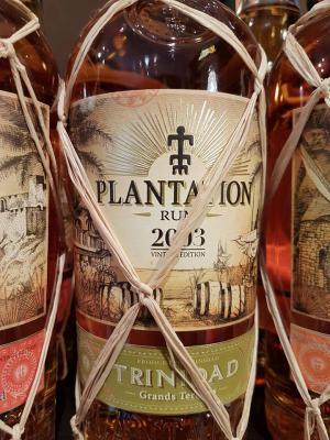 Eine kurze Fermentation und eine Destillation in Column Still-Brennapparaten sind typisch für Rums dieser Herkunft.